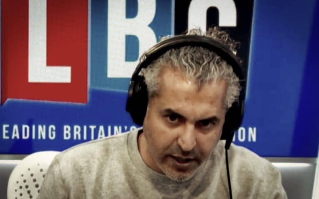 UK • L'épidémiologiste officiel taillé en pièces par un animateur radio